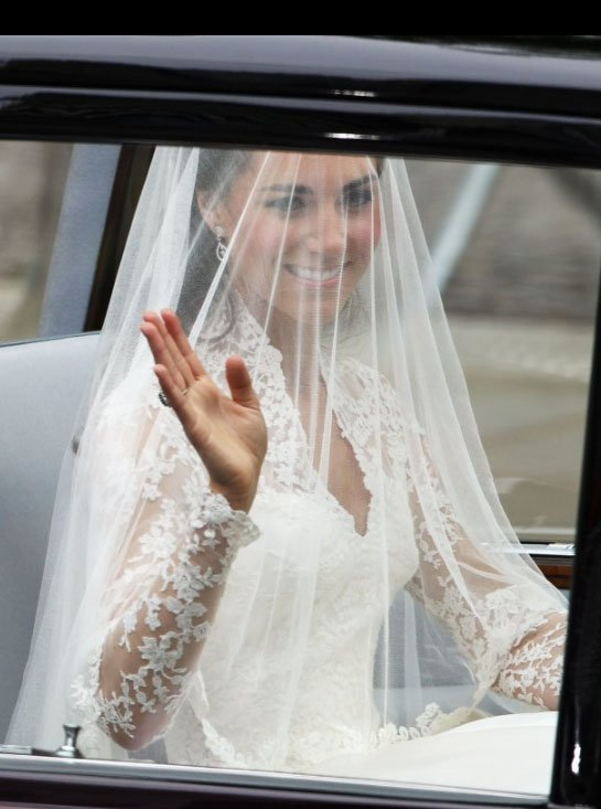 kate-middleton-wedding-dress-sarah-burton