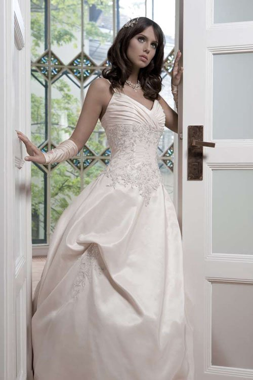 lady-pearl-wedding-dress-1